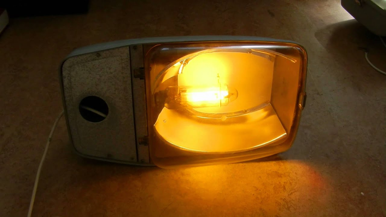 Philips XGS 201 with a LPS lamp of 18 watt (streetlamp ...
