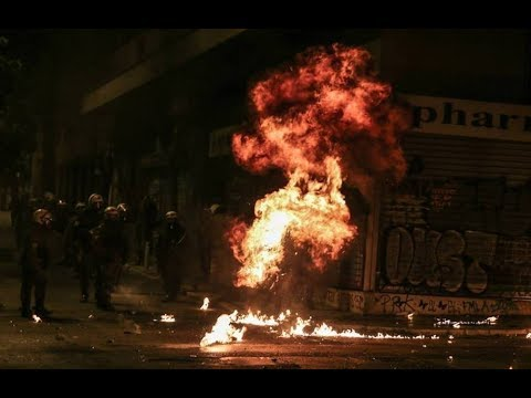 Athens: A fierce riot unfolds 9 years after the murder of Alexis Grigoropoulos by cops (6/12/2017)