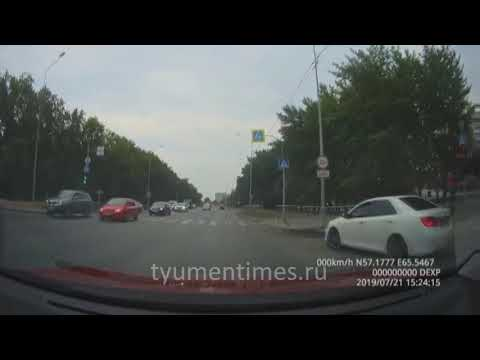 Опасный дрифт на перекрестке в Тюмени. Щербакова - Муравленко