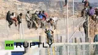حرس الحدود يحاول التصدي لتسلل مهاجرين إلى مليلية الإسبانية من المغرب