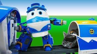 Роботы поезда и Летающая платформа - Видео для детей с игрушками