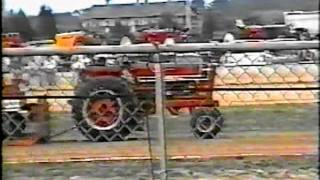 2002 CHARLESTOWN, IN HOT FARM STOCK TRACTORS JUNE OF 2002.mpg