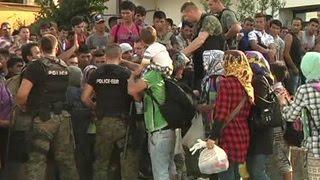 Миграционный офис Берлина не справляется с наплывом мигрантов