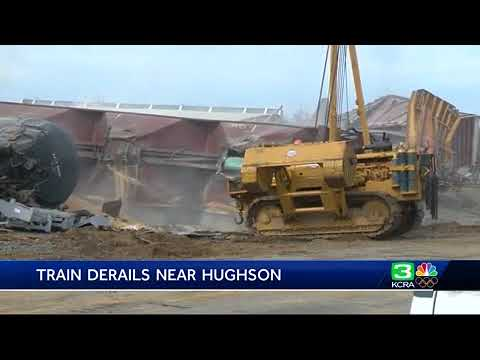 Crews continue to clean up Hughson train derailment