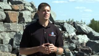 Jeremy Hansen en formation pratique de géologie à l'Île Devon
