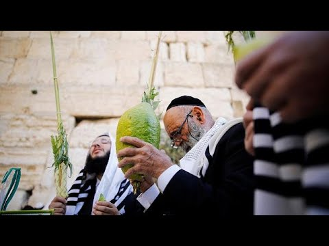Thousands attend Jewish blessing in Jerusalem