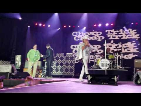 Pittsburgh Mayor Bill Peduto sings Surrender with Cheap Trick 7-21-2016