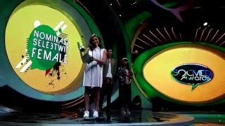 AgnezMo Menang SocMed Awards
