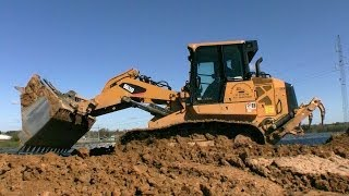 Cat 963D LGP Track Loader Pushing Dirt