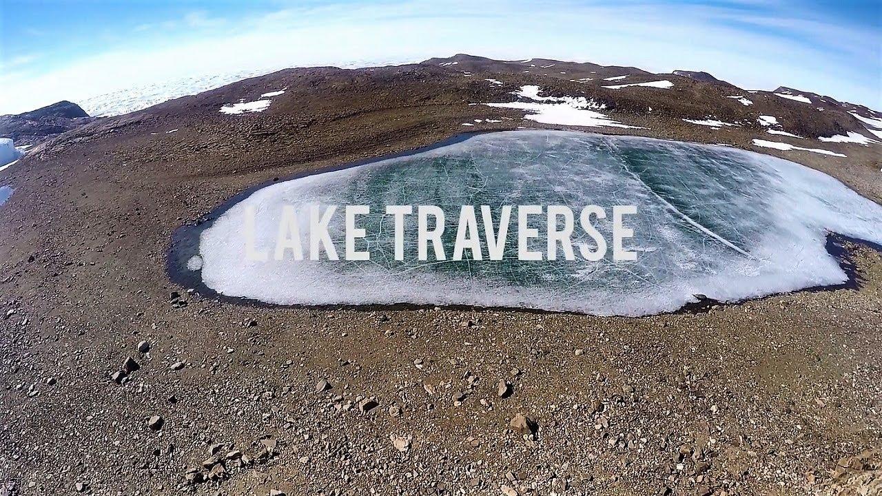 ホワイトデザート社のアクティビティ(氷の池を縦断体験)