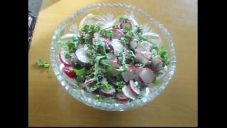 Салат из редиски с зеленью и творогом