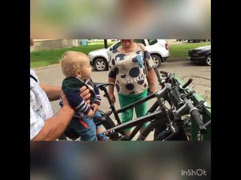 Ехали медведи на велосипеде. Семёшик осваивает велосипед с бабушкой и дедушкой в 11 месяцев