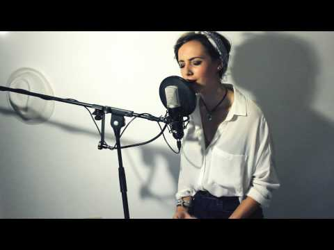 Christina Aguilera - Save me from myself (Live Cover by Patry Beh)