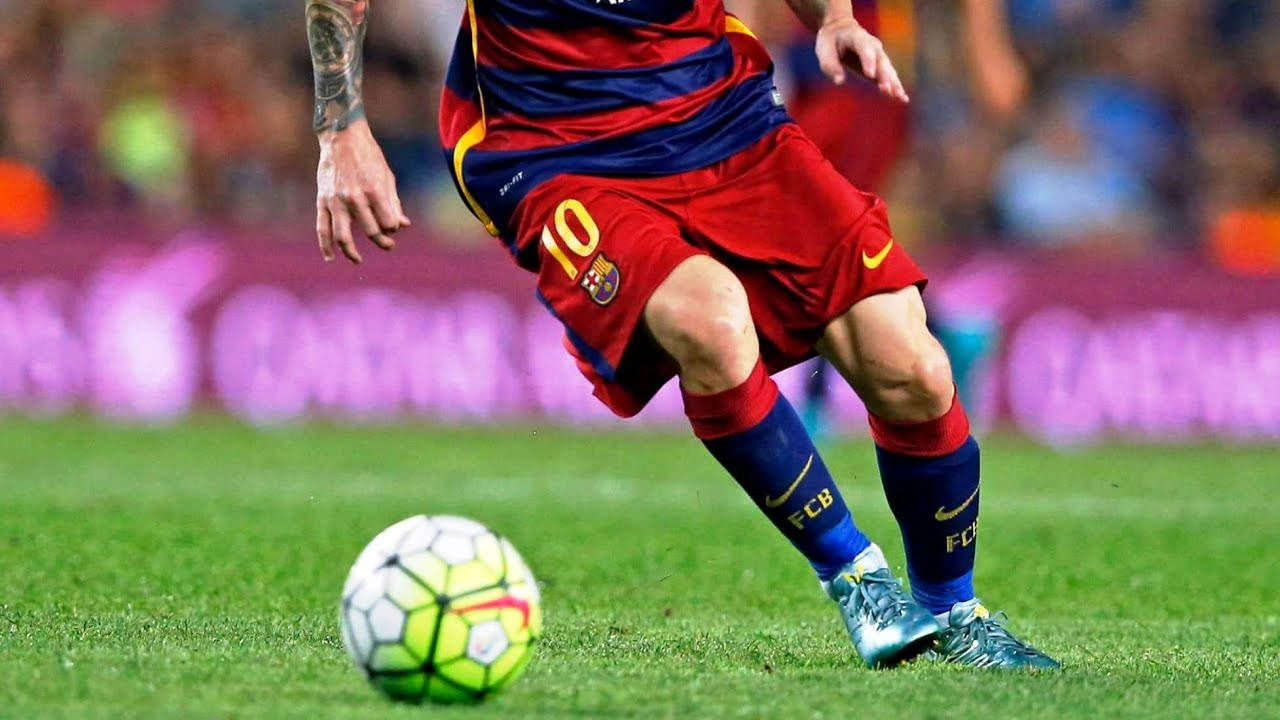 Lionel Messi boots ball towards referee during Alaves vs Barcelona