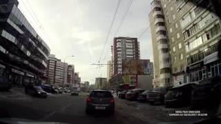 Водитель выполняет пируэты на своём авто по екатеринбуржским дорогам