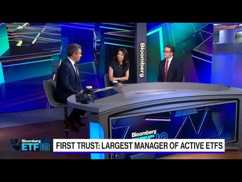 The Largest Manager of Active ETFs Sidesteps the Vanguard Effect