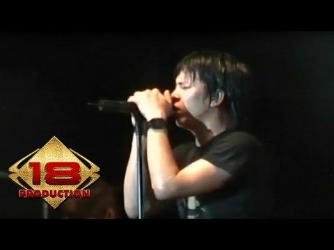 Peterpan - Melawan Dunia  (Live Konser Padang 17 Agustus 2007)