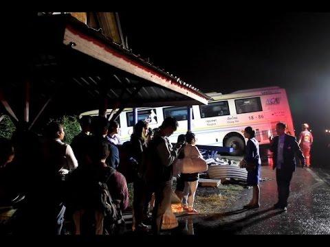 นครชัยแอร์ลุยฝนเสียหลักชนศาลาที่พัก คนเจ็บอื้อ