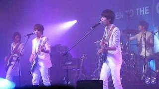 [Fancam]Listen to the CNBLUE in Hong Kong (Let's Go Crazy) 2/3
