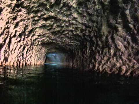 rio subterraneo en Xcaret, mexico