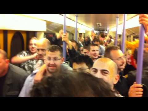 Betrunkene von der Wasen Stuttgart 2010 bei Heimfahrt mit der U-Bahn