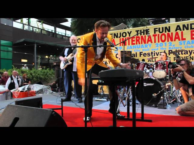 Pattaya Jerry Lee Lewis Impersonator Jerry Carlson Hound Dog Live at Pattaya Central
