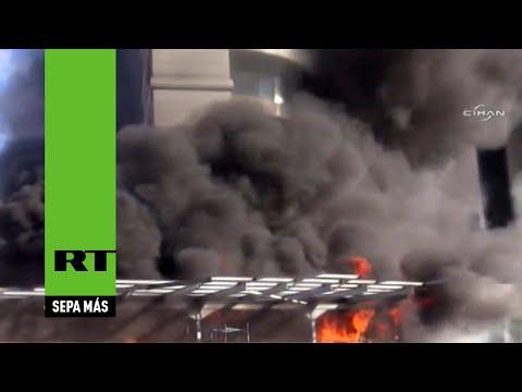 arde-un-hotel-en-el-centro-de-estambul