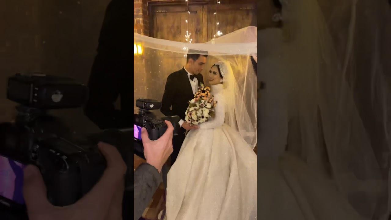 العريس بيبوسها من تحت الطرحه وهيا مكسوفه اوي 🥺