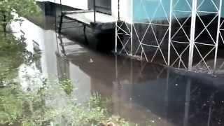 Подтопление отмостки Катукова-21 (течь в подвал) 29 мая 2014(, 2014-05-29T15:51:41.000Z)