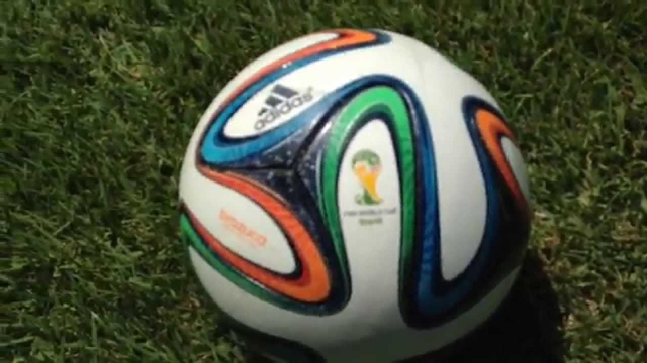 Bola Brazuca Oficial Copa do Mundo da FIFA 2014™ - YouTube e342e683e0191