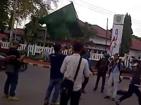 Tolak Harga BBM Naik, HMI Subang Sandera Mobil Pertamina 27/11/2014