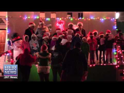 Children Carolling At St George's Santa Claus Parade, December 13 2014