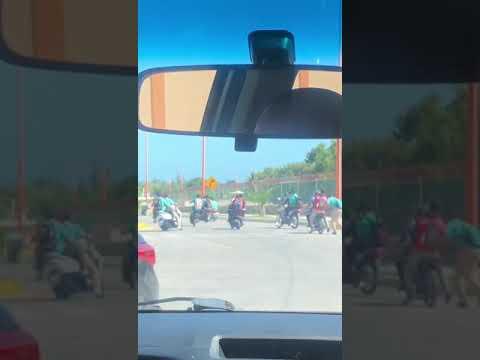 Estudiantes De LICATEBA Echando Carrera En La Avenida Antonio  Méndez