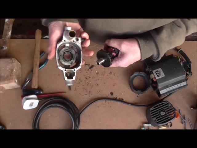 ELU MOF96 Router bearing change part 1