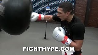 TEOFIMO LOPEZ SECONDS AFTER SPARRING FIRST TIME SINCE INJURY; LIGHTS UP HEAVY BAG WITH SICK COMBOS