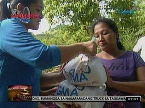 Biiktima ng pananalasa ng Bagyong Ofel sa Mansalay, Mindoro, binigyang tulong ng Kapuso Foundation