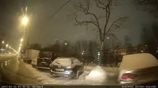 Смотреть видео Москва. Двигался по правому ряду, и в меня перестроилась «Приора» онлайн
