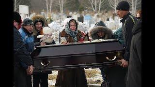 В Кемерово хоронят погибших в 'Зимней вишне'. Шокирующие кадры