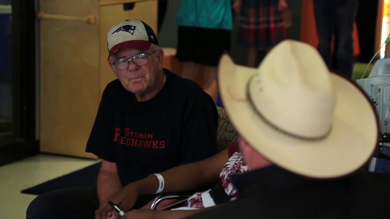 Garth Brooks visits the Children's Life Zone at OU Medical ...