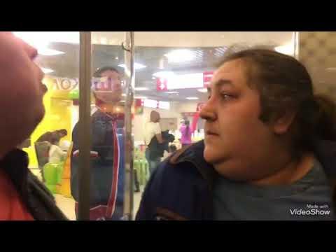 """Иркутск. Торгово-развлекательный центр """"Комсомолл"""". Люди застряли в лифте"""