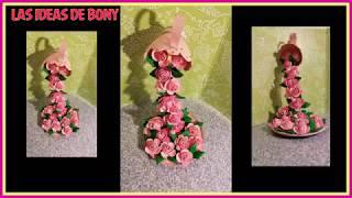 cascada de flores hecha  totalmente de materiales reciclados.