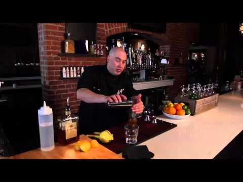 How to Make an Amaretto Drink : Party Drinks
