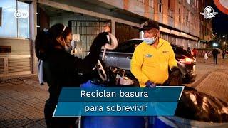 Más de 1,5 millones de venezolanos viven en Colombia. Apenas el 25% de los que pueden trabajar tiene un empleo formal. El resto subsiste en la informalidad, por ejemplo reciclando basura, en una constante lucha por conseguir suficiente dinero para subsistir.  Reciclan basura para sobrevivir #MigrantesVenezolanos  #VivirDeLaPepena  #DW
