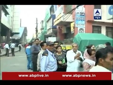 150 people in queue outside a Delhi bank to exchange/deposit demonetised currency
