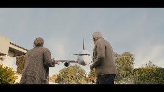 飞机上面的陌生乘客,居然都认识一个智障青年,是阴谋还是巧合呢? thumbnail