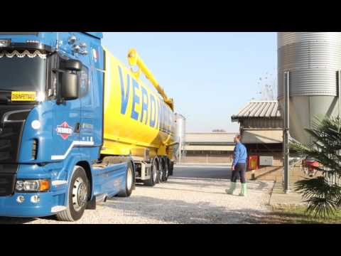 Cisterna trasporto mangimi o biomasse con scarico cocleare
