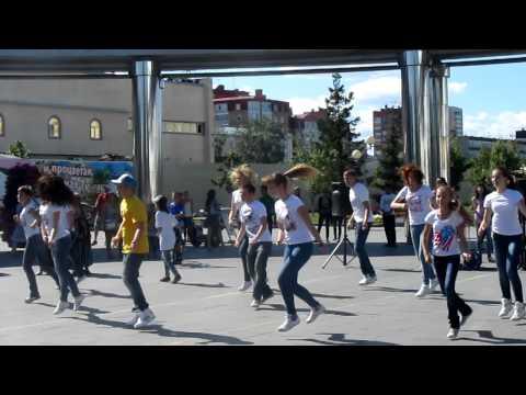 Танцевальный флешмоб в Тюмени. Танцмоб на День города