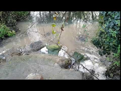 Vaipolorío denuncia unha nova vertedura no río Gafos ao seu paso por Tomeza