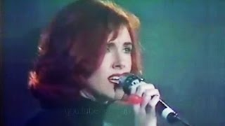 Cathy Dennis - Too Many Walls (Live)