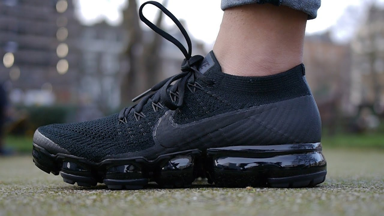 nouveau produit 3b9e4 074a0 Nike Air VaporMax Flyknit Unboxing + On Feet (Triple Noir)